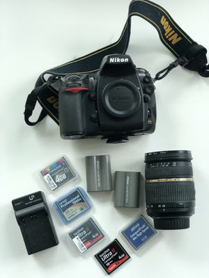 Nikon D700 with 28-75 mm lens. for Sale in Miami, FL