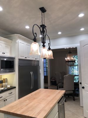 Chandelier for Sale in Conroe, TX