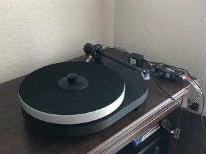 Record player, power conditioner and Yamaha stereo setup for Sale in Clermont, FL