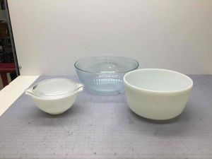 Lot of 3 Pyrex Bowls Variety Sizes White & Clear for Sale in San Jose, CA