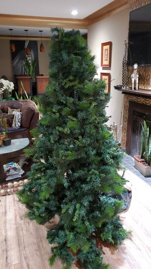 Christmas tree 7ft long for Sale in Melrose Park, IL