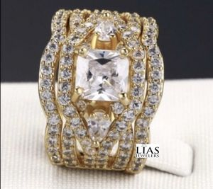 New 18 k yellow gold wedding ring set for Sale in Orlando, FL