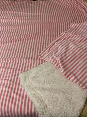 Pink blanket with 2 pillow cases queen size new for Sale in San Diego, CA