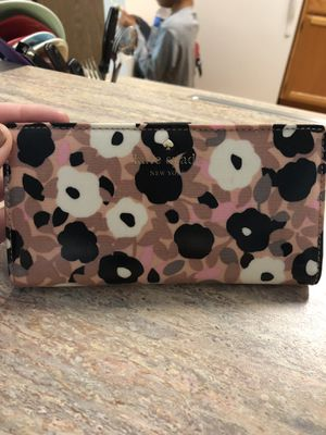 Authentic Kate Spade wallet for Sale in Peoria, IL