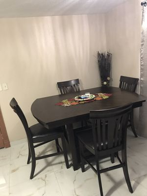 Kitchen Table and 4 chairs for Sale in St. Petersburg, FL
