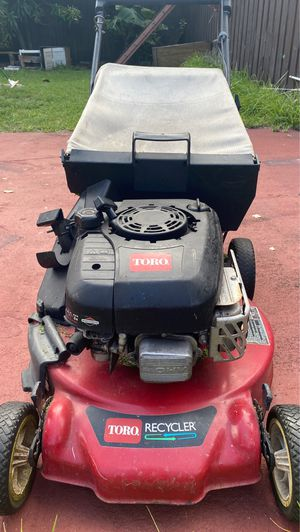 Toro 21 in Gas Walk-Behind Briggs and Stratton Height Rust Resistant Lawn Mower for Sale in Miami Gardens, FL