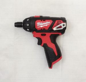 """Milwaukee M12 1/4"""" Hex Screwdriver for Sale in Federal Way, WA"""