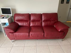 Red rooms to go couch for Sale in Davenport, FL