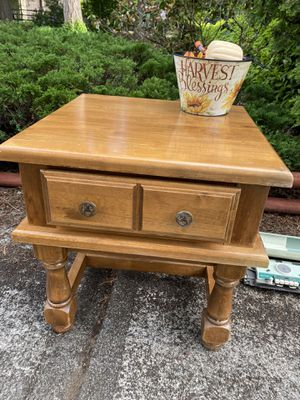 Pending pickup ****Wood end table small table for Sale in Tacoma, WA