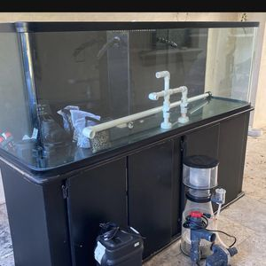 125 Gallon Rounded Fish Tank Aquarium for Sale in Los Angeles, CA