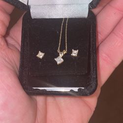 14kgold .50 Kt Diamond Earring And Necklace Set for Sale in Waltham,  MA