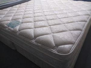 "King mattress 12"" Englander and box spring. Free delivery. for Sale in Orlando, FL"