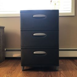 31 x 20 Black Sterilite Plastic storage drawers for Sale in Brooklyn,  NY
