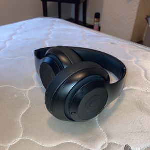 Beats By Dre Studio 3 Headphones With Noise Canceling Features With Aux Cord And Charger $150 for Sale in Phoenix, AZ