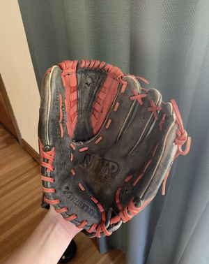 """Softball glove 12"""" for Sale in Claremont, CA"""