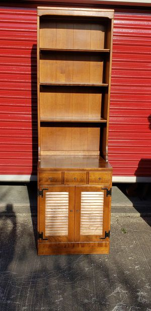 Vintage Ethan Allen Server Hutch for Sale in Lorain, OH
