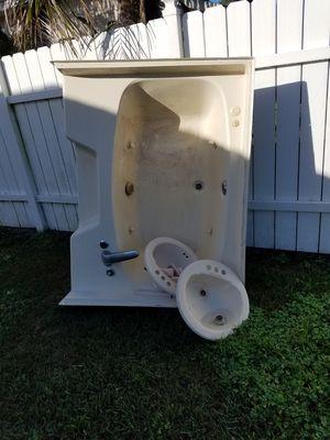 Garden / Jacuzzi bathtub for Sale in Frostproof, FL