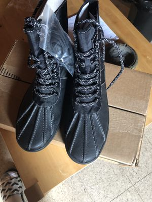 BRAND NEW SIZE 10 UO (URBAN OUTFITTER) RAIN BOOTS for Sale in Decatur, GA