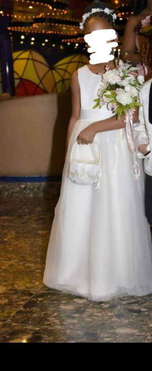 Size 8 ivory flower girl dress for Sale in Brandywine, MD