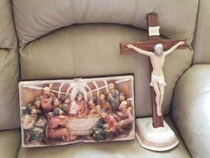 Holy crucifix dinner in bible for Sale in Fort Washington, MD