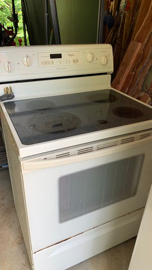 Glass top 4 burner electric range and oven by whirlpool for Sale in Plano, TX