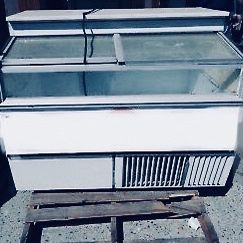 4 Ft Ice Cream Freezer Counter Master Bilt Vol 110 for Sale in The Bronx, NY