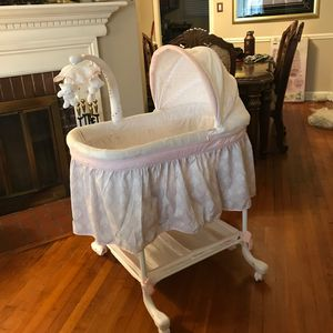 Simmons Kids Lucia Deluxe Gliding Bassinet for Sale in Hyattsville, MD