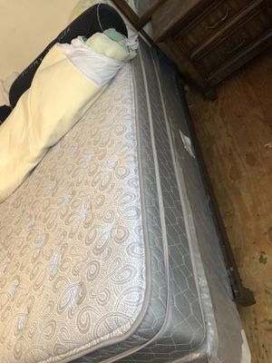King size pillow top bed set and metal frame for Sale in Leland Grove, IL