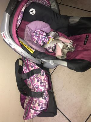 Baby car seat and matching diaper bag for Sale in Dearborn, MI