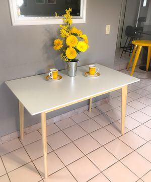 "Mid Century Modern White Rectangular Kitchen Table 47"" x 27"" for Sale in Las Vegas, NV"