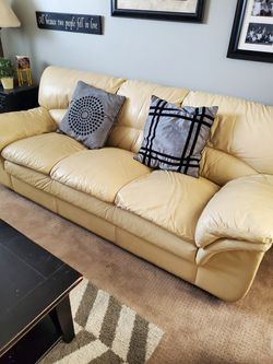 Leather couches and loveseat for Sale in South Jordan,  UT