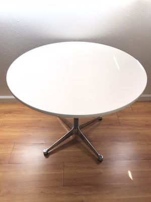 """Herman Miller EAMES 36"""" Aluminum Group Round Table for Sale in Alameda, CA"""