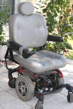 Quantum 600XL power chair for repair or parts for Sale in Kissimmee, FL