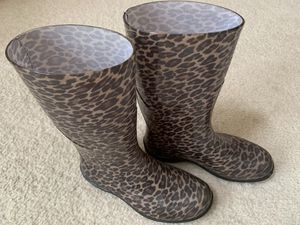 ❗️IF POSTED THEN AVAILABLE❗️ Leopard Adult SIZE 7 Rain Boots Great clean condition for Sale in Plainfield, IL