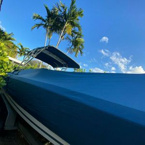 Whitewater 28 Twin 250 Saltwater Series for Sale in Miami, FL