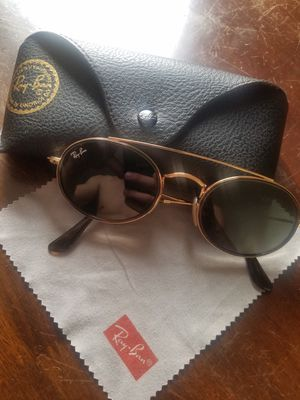 Raybans with case and cloth for Sale in Glen Ellyn, IL