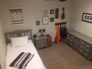 Beautiful Twin Bedroom Set Henry Link for Sale in Fullerton, CA