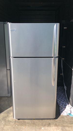Frigidaire top freezer 22cu for Sale in Riverside, CA