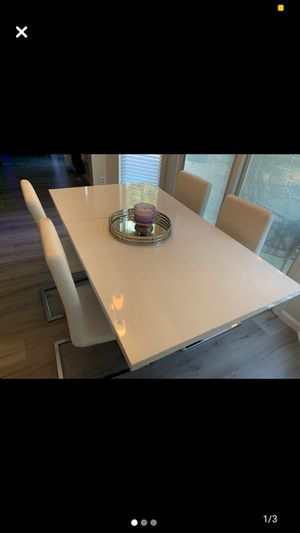 White and Chrome table and chairs for Sale in St. Louis, MO