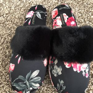 Victoria's Secret Slippers with Bag (Size Large & Medium) for Sale in Downey, CA