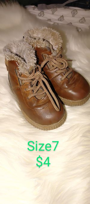 Baby boy boots size 7 $4.00 for Sale in Apple Valley, CA