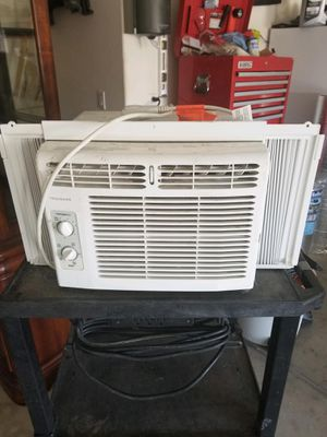 Window AC unit. Blows cold, works great. for Sale in Maricopa, AZ