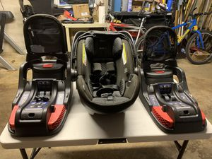 Britax Endeavor Car Seat with 2 Bases for Sale in Wilmington, DE