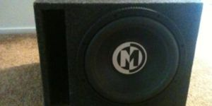 12in Memphis sub in excellent box for Sale in Evansville, IN