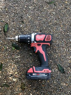 MILWAUKEE M18 RED LITHIUM DRILL for Sale in Humble,  TX