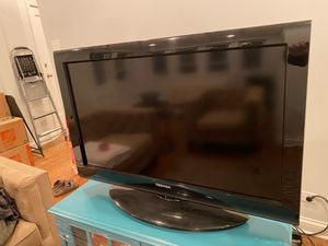"Toshiba 32"" TV w/original remote. for Sale in Chicago, IL"