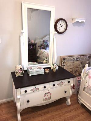 Dresser Antique Design for Sale in Gaithersburg, MD