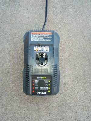 CHARGER RYOBI for Sale in Phoenix, AZ