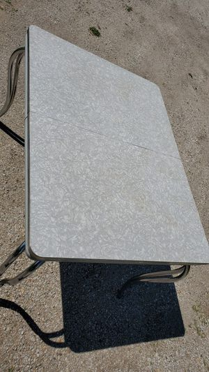 Mid century modern kitchen table Grey and white w chrome for Sale in Le Roy, IL