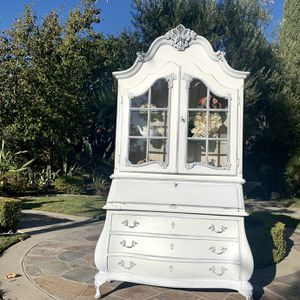 Beautiful Vintage Secretary Desk for Sale in Ontario, CA